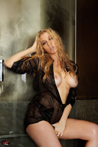 Gorgeous Alisha King Fingers Herself In The Shower 10