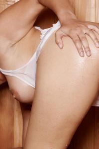 Sunny Leone Masturbating In Sauna 11