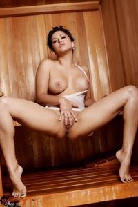 Sunny Leone Masturbating In Sauna 13