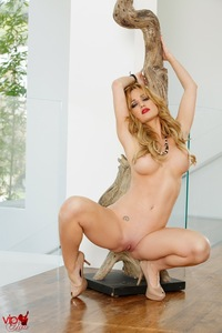 Angela Sommers Shows Her Fine Pink Pussy 04
