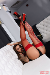 Gemma Massey Shines In Black-red 01