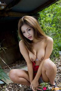 Kaera Uehara Garden Topless 03