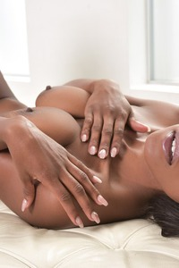 Gorgeous Ebony Babe Jezebel Vessir Gets Naked 10