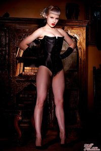 Glamour Blonde Mosh In Black Gloves And Corset 00