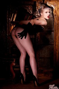 Glamour Blonde Mosh In Black Gloves And Corset 01