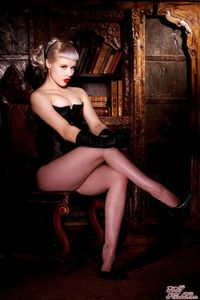 Glamour Blonde Mosh In Black Gloves And Corset 03