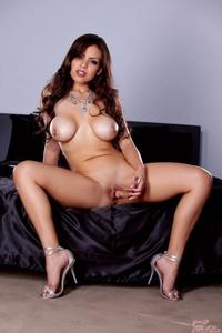 Curvy Latina Yurizan Beltran 05