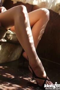 Natsumi Mitsu Sexy Legs 01