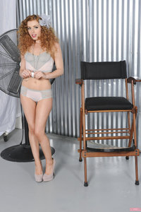 Lexi Belle Spreads Her Pussy In Chair 00
