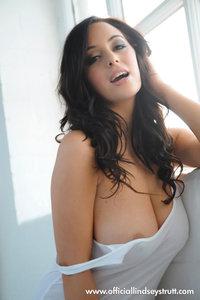 Sexy Busty Babe Lindsey Strutt 02