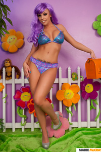 Busty Britney Amber 00