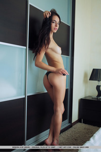Brunette Latin Teen Debora Posing Naked 07