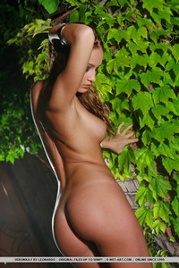 Veronika Gets Nude In The Garden 02