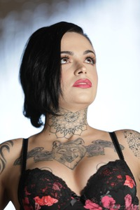 Tomboy's And Tattoos: Leigh Raven 01