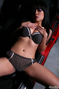 Sweet Asian Babe Luana Lani Gets Nude In A Car 00