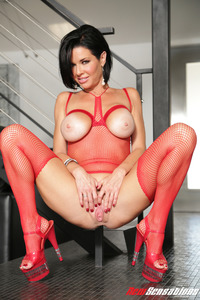 Sexy Busty Veronica Avluv In Firered Fishnet Set 14