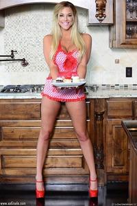 Sexy Busty Blonde Milf Xo Gisele 00