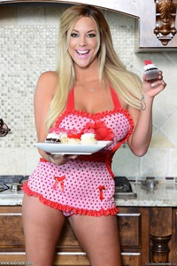 Sexy Busty Blonde Milf Xo Gisele 01