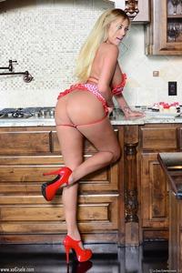 Sexy Busty Blonde Milf Xo Gisele 06