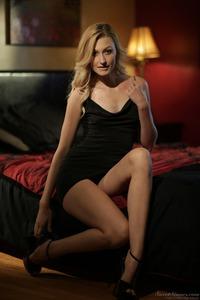 Beautiful Blonde Alexa Grace 01
