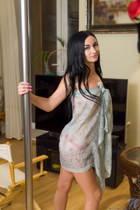 Black Haired Amateur Rita Raven Masturbates 00