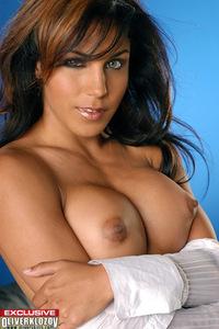 Sexy Nude Babe Lana Presenting Her Amazing Body 01