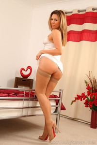 Maddie M Shows You Her Natural Body 08