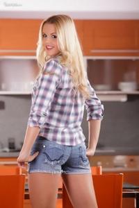 Mia Angelo Looks Stunning 01