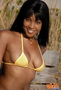 Ebony Babe In Bikini 02
