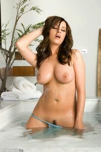 Taylor Vixen Bath 07