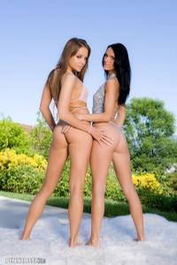 Nika & Jennifer 00