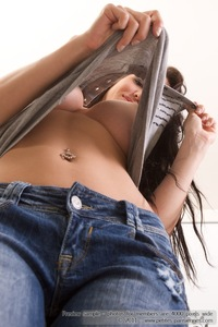 Amazing Titted Roxanne Drops Her Jeans 00