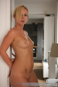 Kate Nude In The Kitchen 01