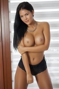 Gorgeous Brunette Glamour Babe Kendra Strips 01
