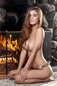 Brunette Young Girl Waiting For Romantic Night 10