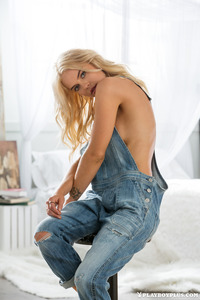 Blonde Playboy Bunny Rachel Harris In Jeans Style 00