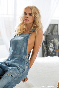 Blonde Playboy Bunny Rachel Harris In Jeans Style 01