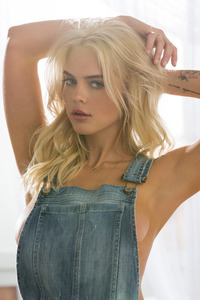 Blonde Playboy Bunny Rachel Harris In Jeans Style 02