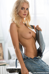 Blonde Playboy Bunny Rachel Harris In Jeans Style 08