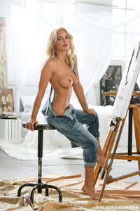 Blonde Playboy Bunny Rachel Harris In Jeans Style 10