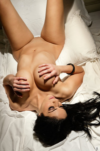 Melany Denyse Gets Nude On A Bed 11