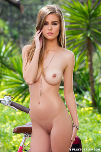 Amberleigh West Gets Nude Outside 08