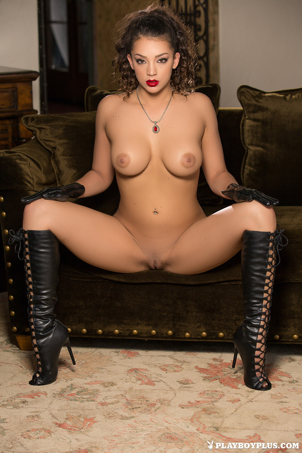 Busty Playboy Babe Kelsi Shay In Sexy Boots 06