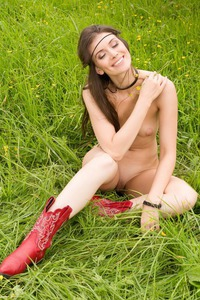 MUIRINA FAE IN PASSION FIELDS 05