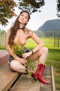 MUIRINA FAE IN PASSION FIELDS 09