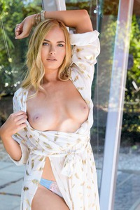 BAILEY RAYNE IN CLEAR AS DAY 01