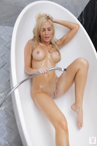 Nude Cybergirl Jennifer Vaughn 06