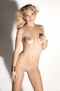 Sexy Blond Cybergirl Victoria Winters Shadow Dancer 10