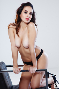 Playboy Amateur Babe Anna Capri Luminous 04
