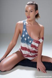 Katia Martin Posing Naked In The Studio 00